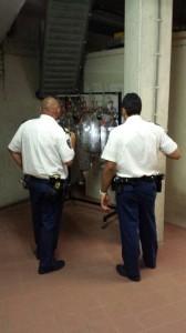 Politie inspecteert zakken substraat